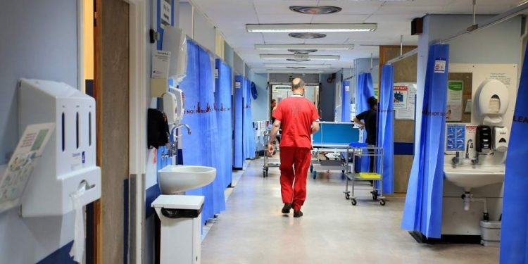 Number of European nurses arriving in UK falls from 9,000 a year to 900 after Brexit vote